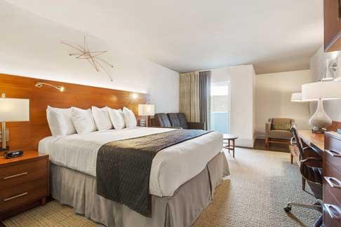1 King Bed Balcony Room